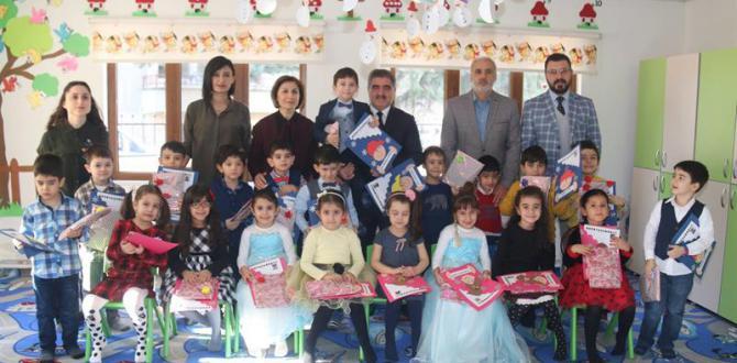 Amasya Belediyesi Çocuk Yuvası Öğrencileri 2017-2018 Yarı Yıl Karnelerini Başkan Özdemir'den Aldı
