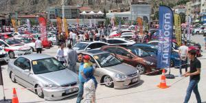 Türkiye'nin dört bir yanından 500'den fazla modifiyeli araç Amasya Çelebi Mehmet Meydanında bir araya geldi.