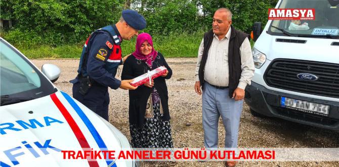 TRAFİKTE ANNELER GÜNÜ KUTLAMASI