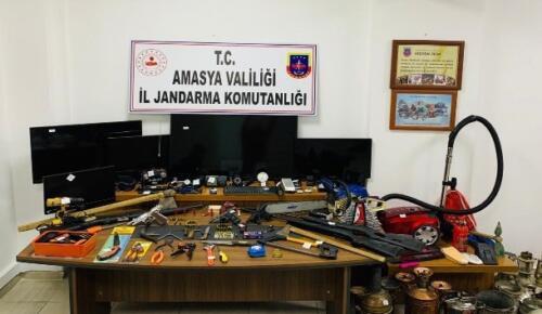 Jandarma hırsızları suçüstü yakaladı