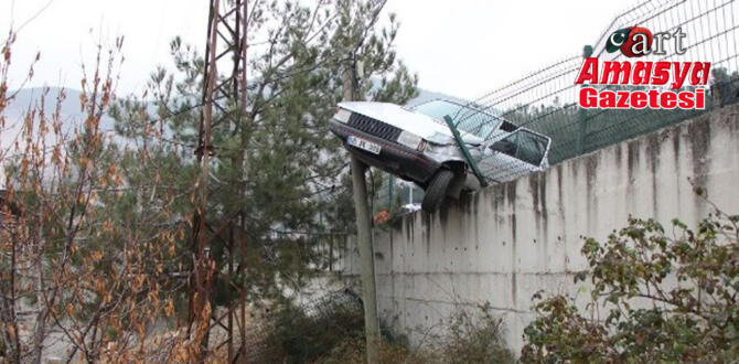 İstinat duvarından uçmaktan telefon direği kurtardı