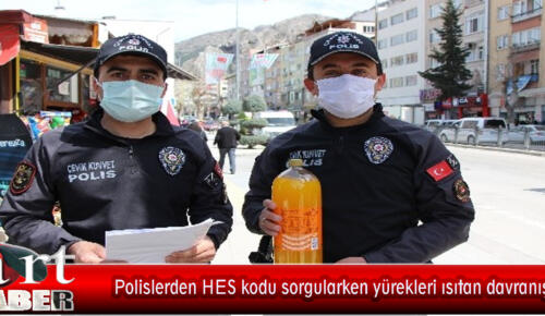 Polislerden HES kodu sorgularken yürekleri ısıtan davranış